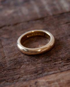 ハンドメイドならではの丸いフォルムがかわいいシンプルな18kゴールドメッキのリング