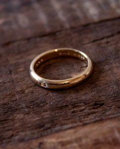 ダイヤモンドをあしらったハンドメイドの18kメッキゴールドのリング
