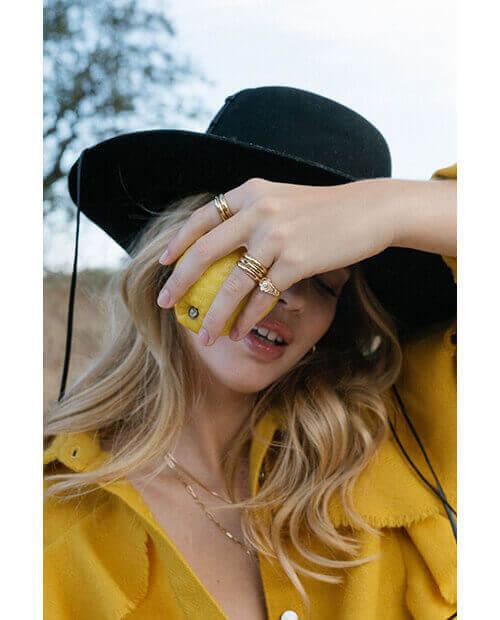 fleur-pinky-ring-gold