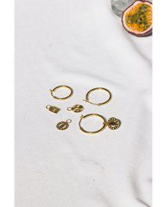 シンプルな18kゴールドメッキのフープピアス