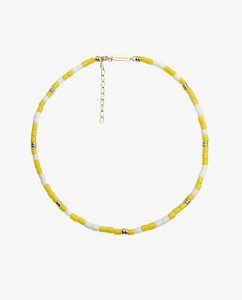 黄色と白のビーズがキュートなネックレス