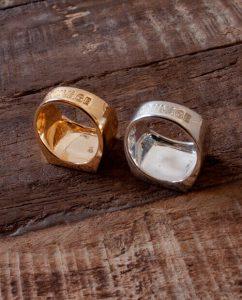 シンプルで大ぶりなゴールドとシルバー925のリング